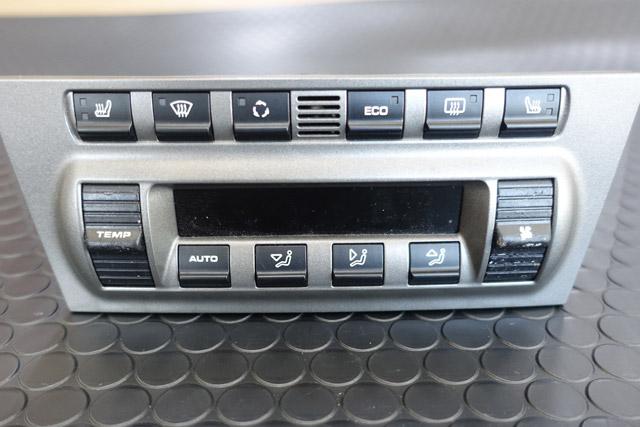ポルシェ997のエアコンスイッチのべたべた修理。レーザー加工機で透過照明もバッチリ!